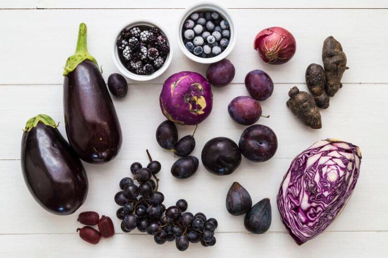 Frutas y verduras azules y moradas